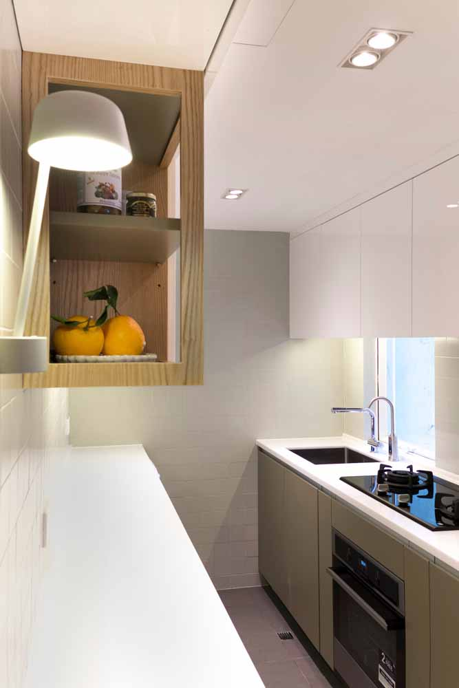Modelo de cozinha em linha é ideal para os que tem pouco espaço.