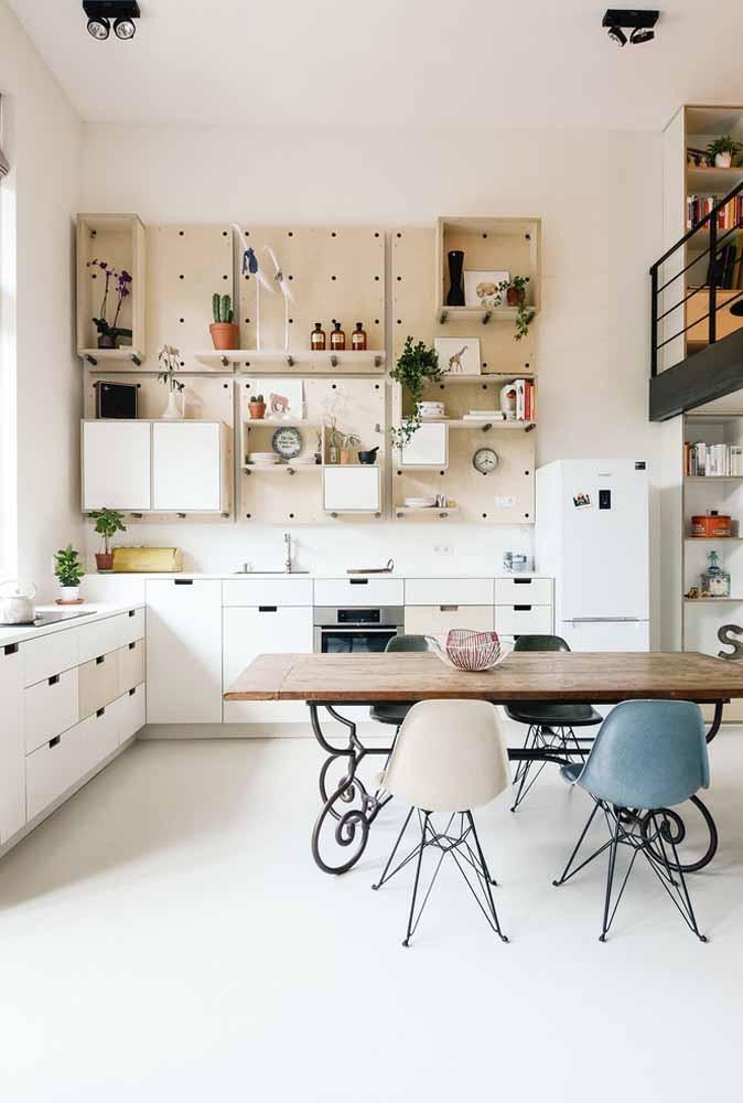 Invista em armários e prateleiras áreas em sua cozinha em L