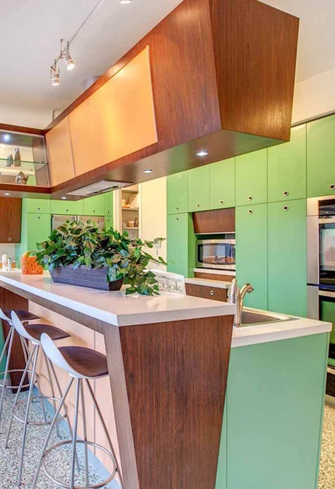 Ou Paletas verdes para uma cozinha ampla com referência ao estilo vintage