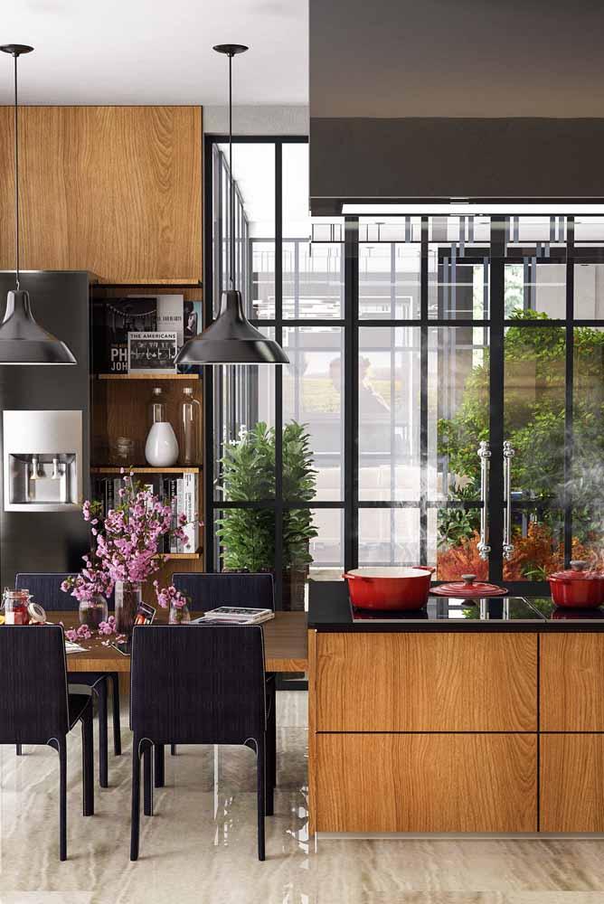 Da cozinha para o mundo: Invista em janelas, vidro e transparências para deixar sua cozinha gourmet ampla e iluminada!