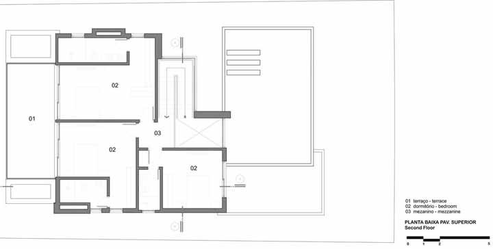 Enquanto o piso superior, acessado pelo mezanino, traz o dormitório do casal