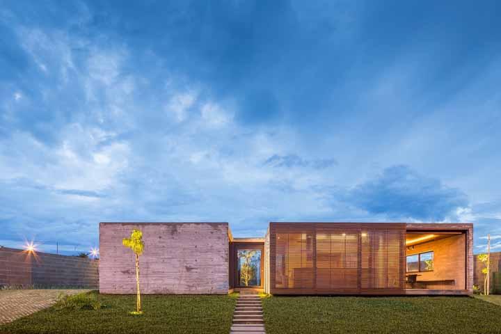 ArqBr Arquitetura e Urbanismo apostou em uma fachada moderna para o projeto Güths House