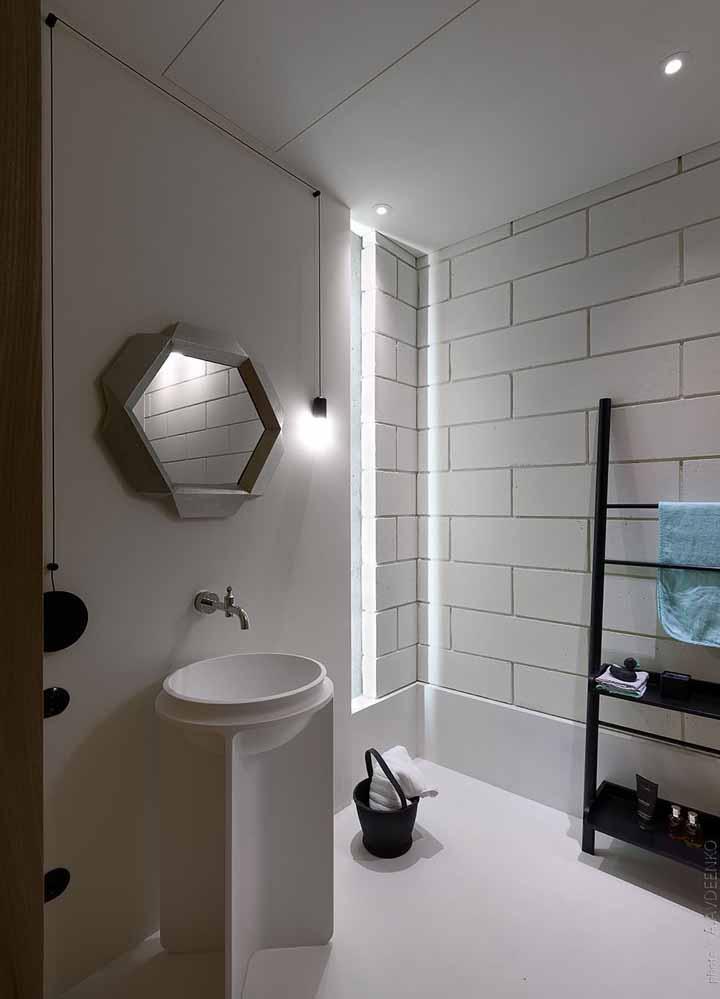 Com o porcelanato líquido é possível ter um banheiro branquinho sem se preocupar em limpar as frestas do rejunte