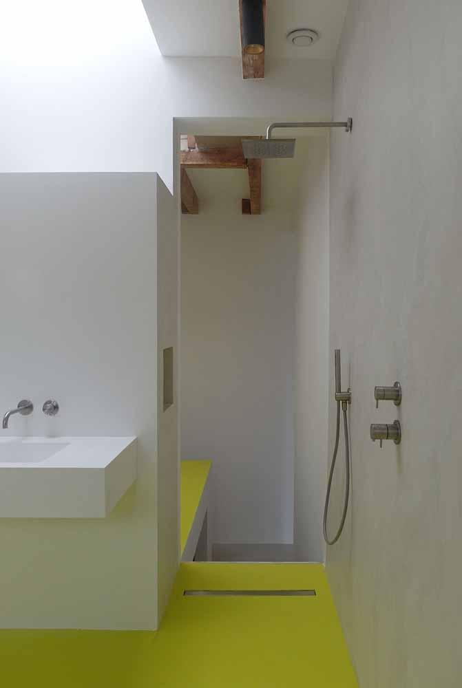 Para deixar o ambiente mais alegre e descontraído invista em um porcelanato líquido de cor vibrante, como esse amarelo