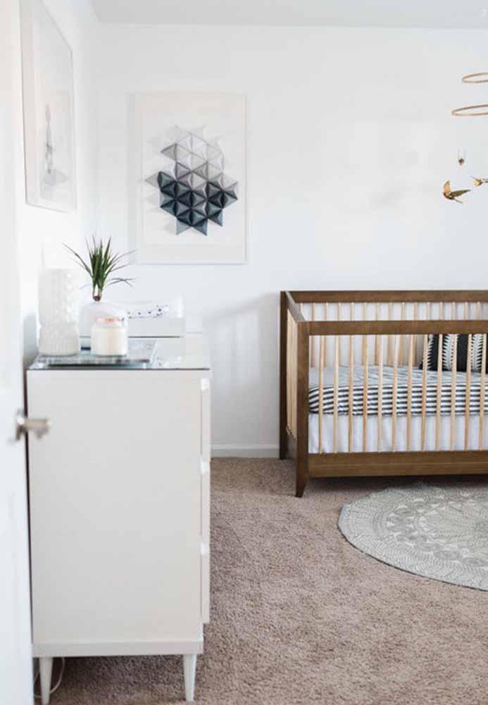 Num quarto de bebê, os móveis não precisam ser do mesmo modelo para combinarem