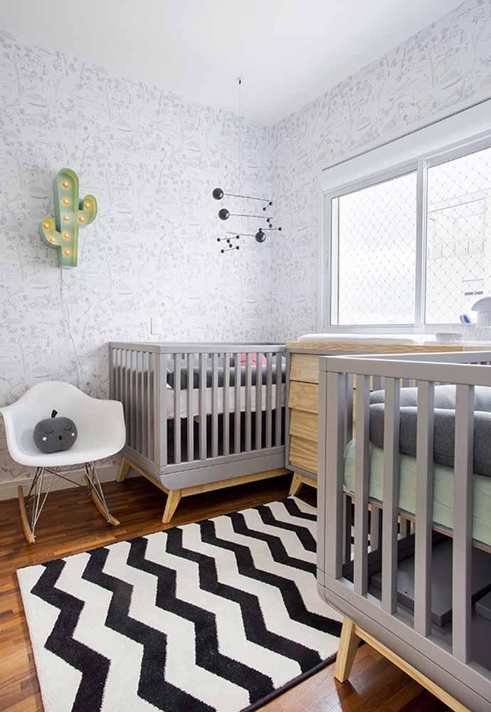 Em dose dupla, vale a pena pensar em uma decoração simétrica para um quarto de bebê simples