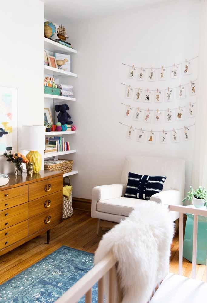 Outra forma de economizar na decoração do quarto de bebê sem perder nada de estilo é utilizar móveis que você já tem em casa e que possam ser úteis neste ambiente