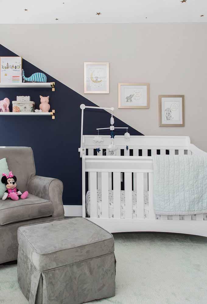 Use a parede como uma área espaçosa onde você pode experimentar e criar: as pinturas delimitadas estão fazendo o maior sucesso e podem ser uma boa escolha para o quarto do bebê