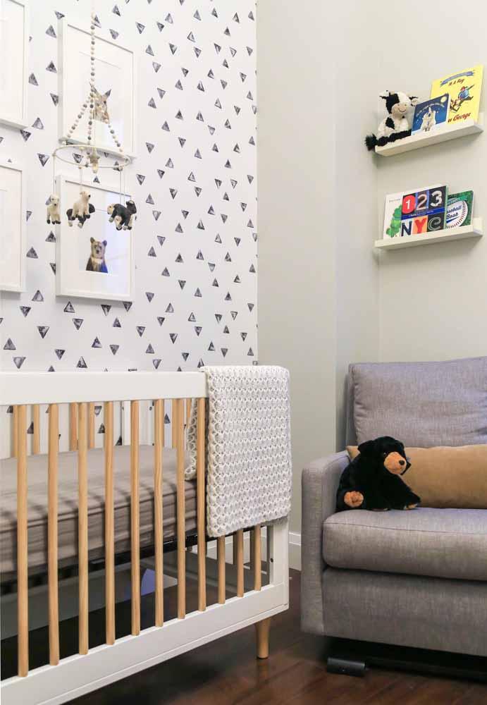 Uma paleta simples e coerente com três cores usada perfeitamente nesta decoração de quarto de bebê