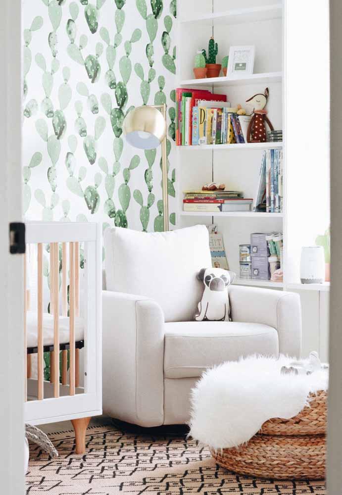 Os cactos trazem um tom de verde ligado à natureza para dentro do ambiente, e como estampa de papel de parede dão um estilo a mais para os quartos de bebê simples