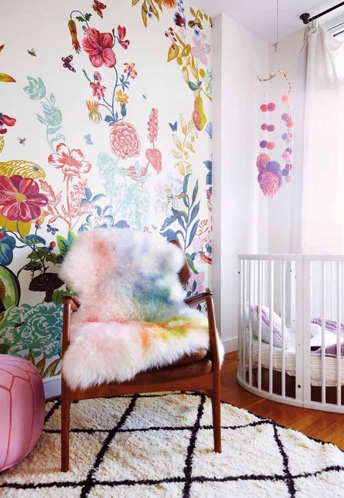 Quarto de bebê simples e super alegre com uma decoração cheia de cores e texturas