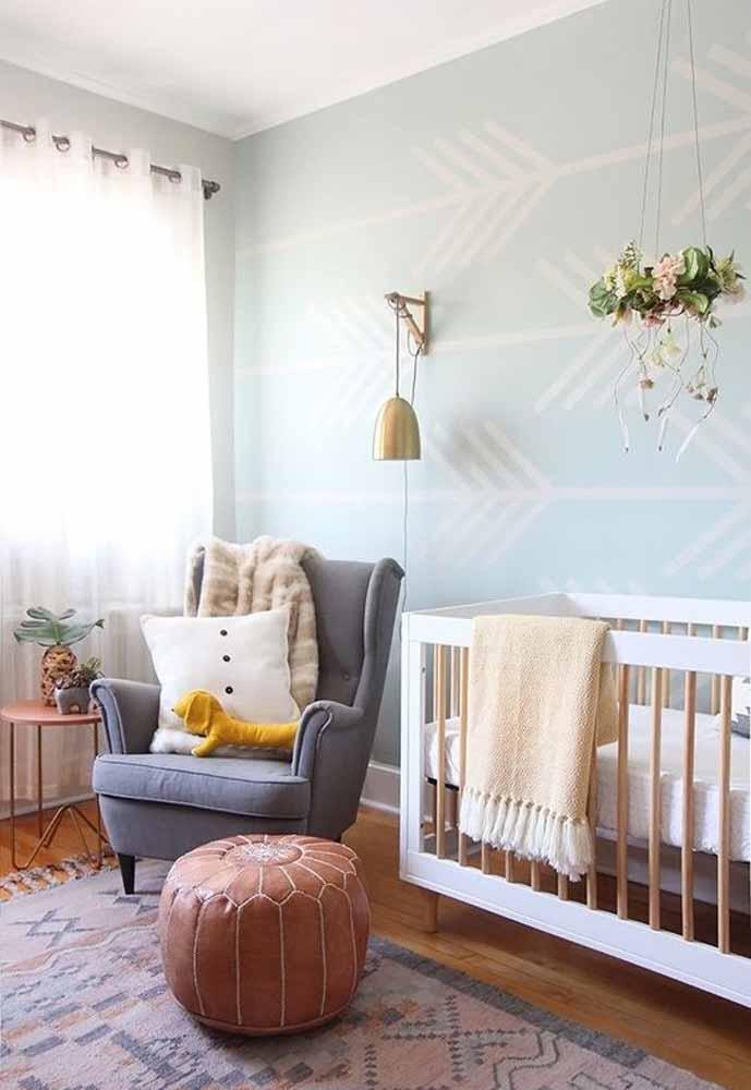 As plantinhas em vasos ou em hanger são perfeitas para quem quer trazer um tom mais frescor para um quarto simples