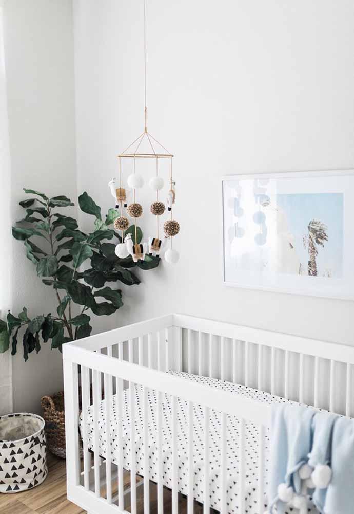 E não é só as plantas menores que merecem a vez na decoração, as plantas de sombra ou meia sombra maiores também trazem frescor e a natureza para o ambiente do quarto de bebê simples