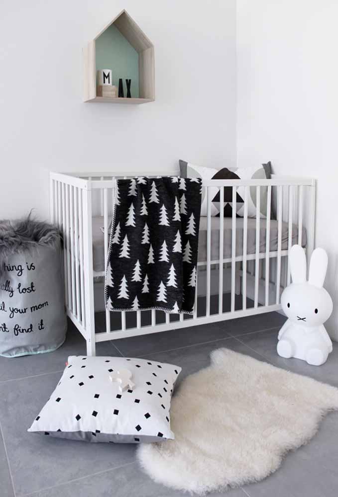 Quarto de bebê simples monocromático: uma ideia para quem quer economizar nas cores sem perder o estilo