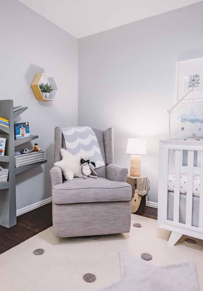 Mais uma ideia de quarto de bebê cinza: muito aconchego e conforto para quebrar o clima frio da cor