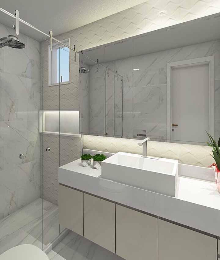 Aposte nos tons claros e neutros se estiver na dúvida de como decorar o banheiro simples