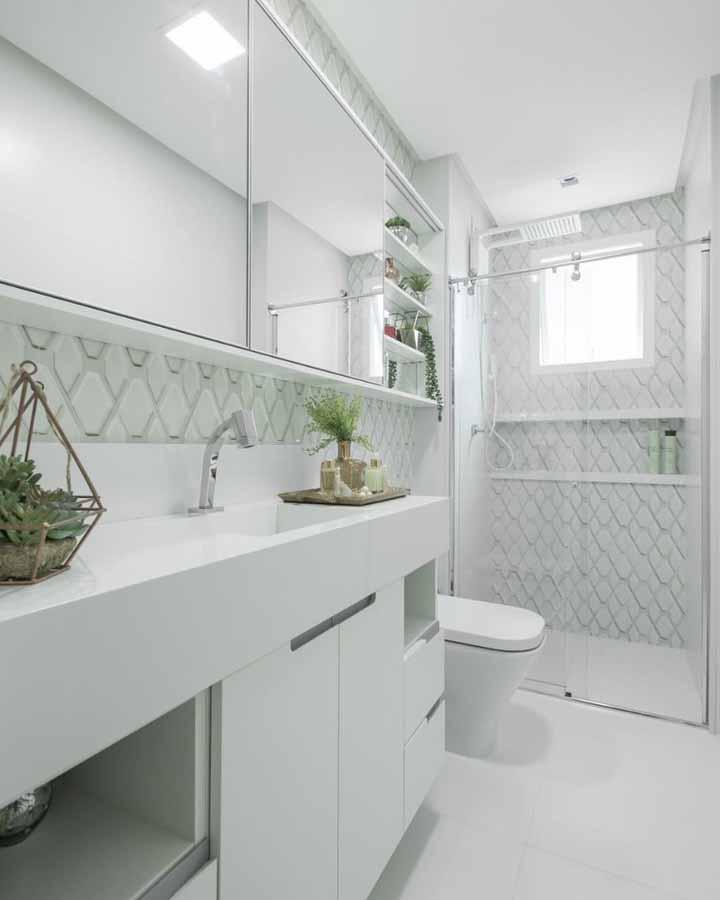 Aposte em um terrário e outros tipos de decoração com plantas para o banheiro