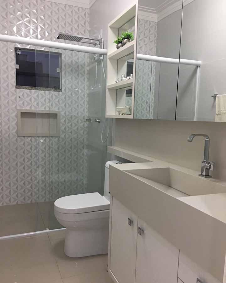 Que tal uma parede 3D no banheiro para reforçar a decoração?