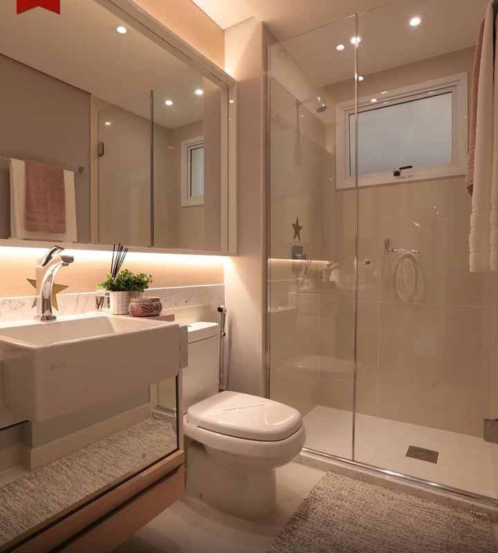 Escolha um tapetinho macio para a saída do banho, afinal não é porque o banheiro é simples que precisa ser desconfortável