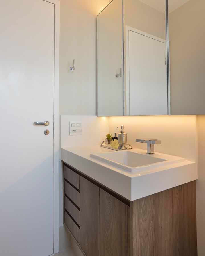 A bandejinha é uma opção interessante para organizar e decorar o banheiro