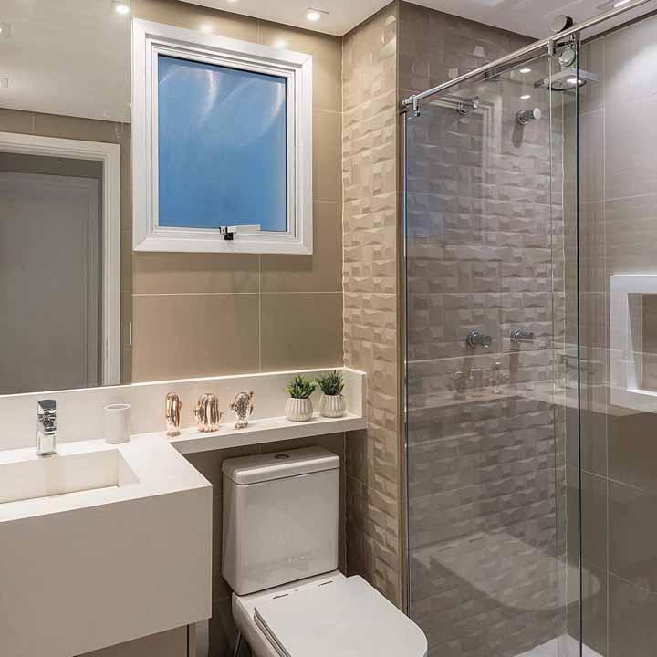 Aproveite melhor o espaço do banheiro estendendo o armário sobre o vaso sanitário