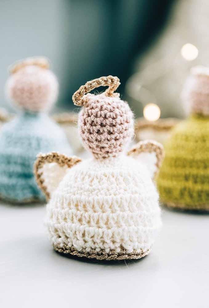 O crochê é uma excelente técnica para criar enfeites natalinos