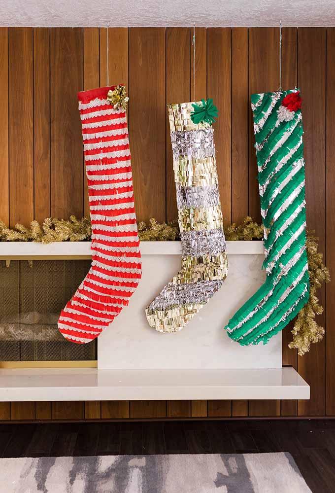 As meias não podem faltar na decoração de natal, ainda mais se forem estilosas como essas