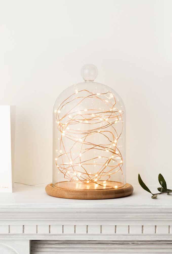 Já pensou em colocar pisca-pisca dentro de um objeto de vidro? Você pode usar para iluminar o ambiente