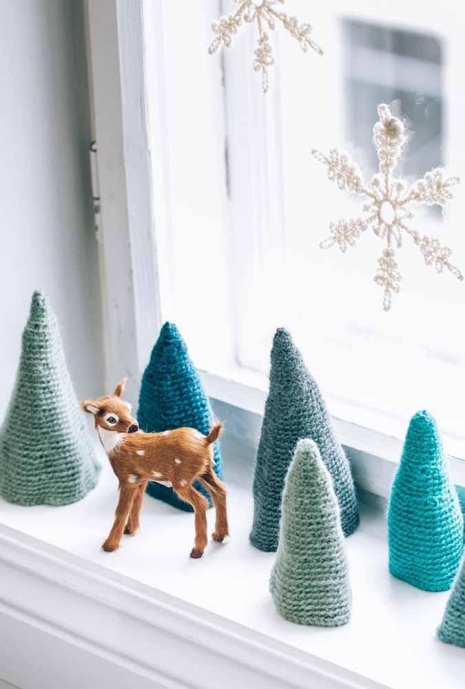 Que tal produzir pequenas árvores de natal para colocar na janela?