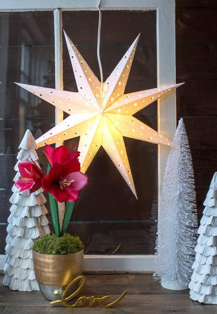 Você sabia que é possível fazer uma estrela 3D usando apenas papel?