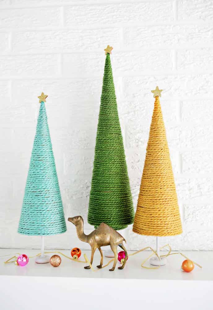 Que tal fazer várias árvores de natal usando linhas de cores diferentes?