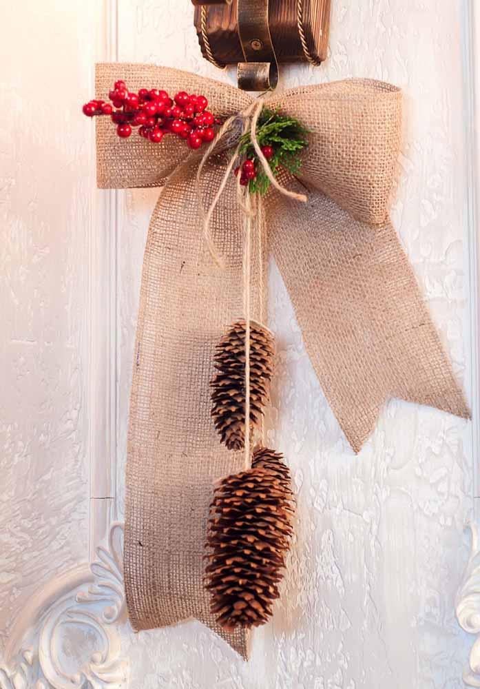 Como um simples enfeite pode deixar a porta da sua casa pronta para receber o natal