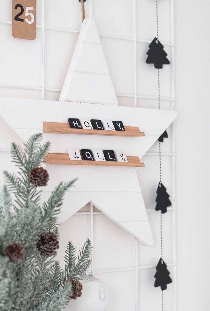 Use algumas madeiras para fazer um belo painel de natal
