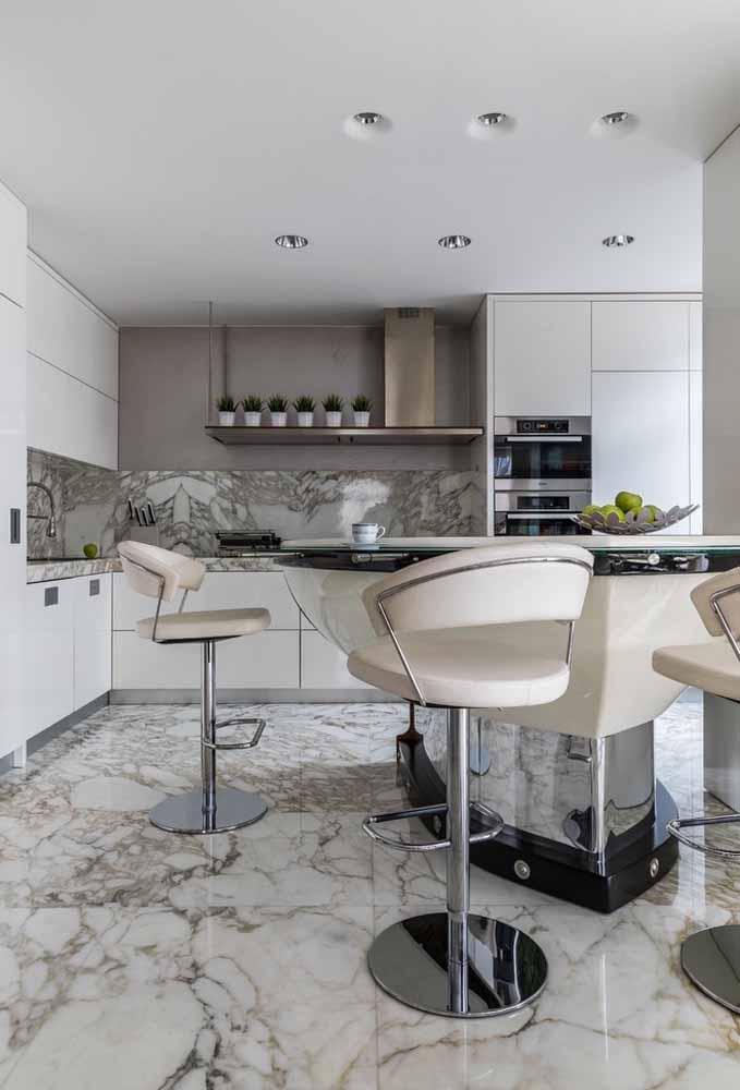 Para completar a decoração mais minimalista, a banqueta precisa entrar no clima do ambiente