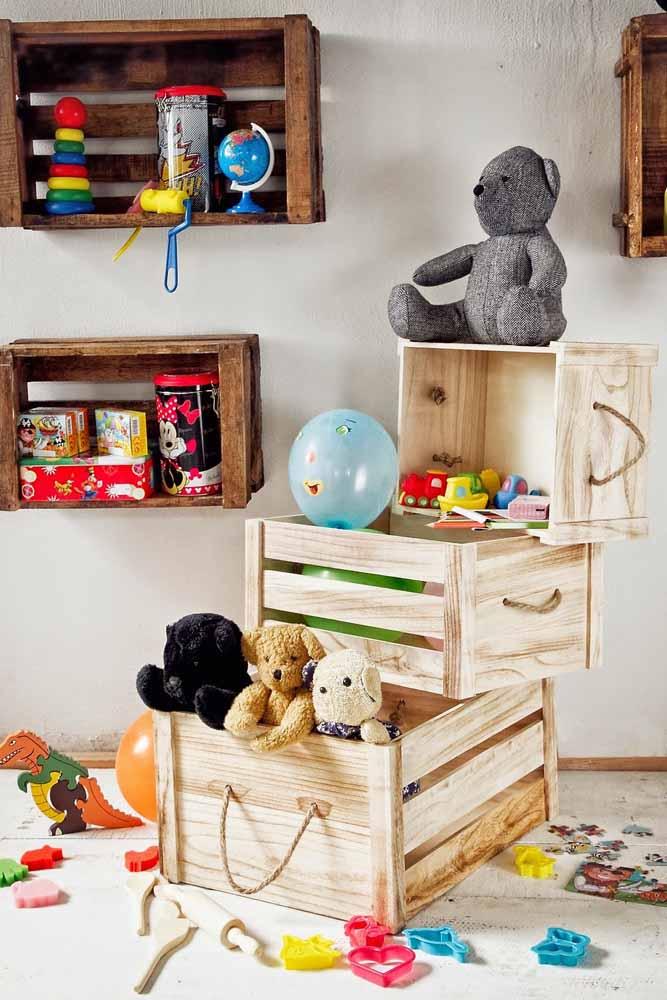 Aproveite o caixote para guardar os brinquedos da criançada