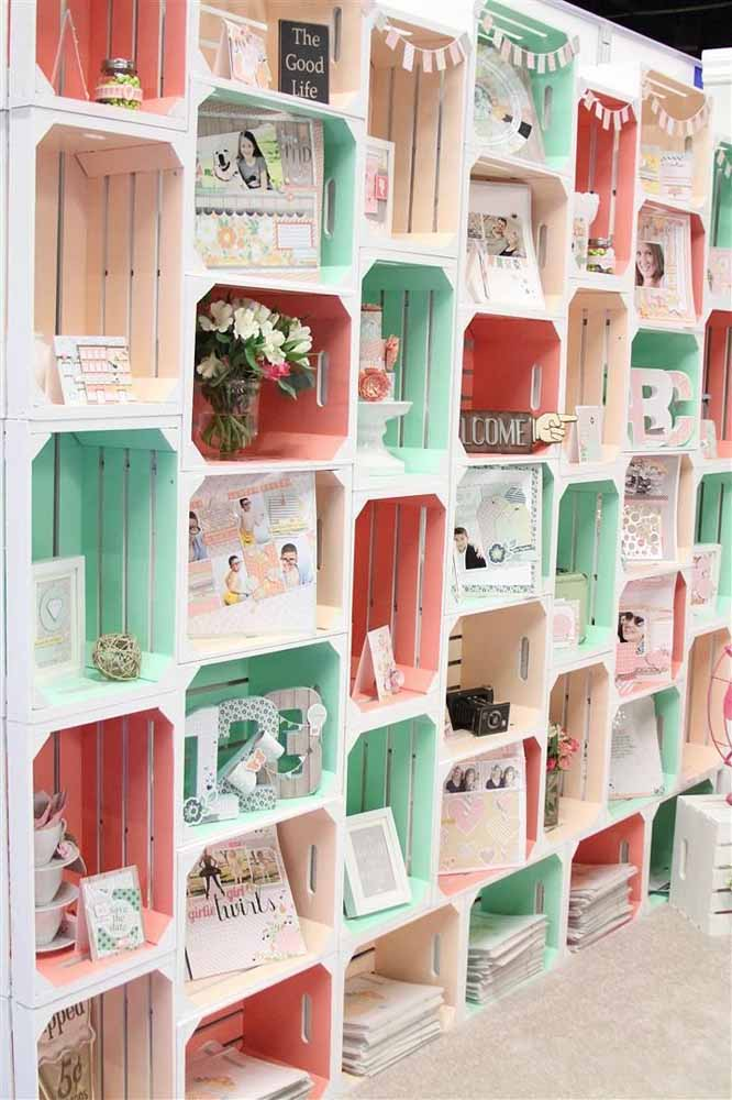 Reveze os caixotes na horizontal e vertical para formar esse painel lindo