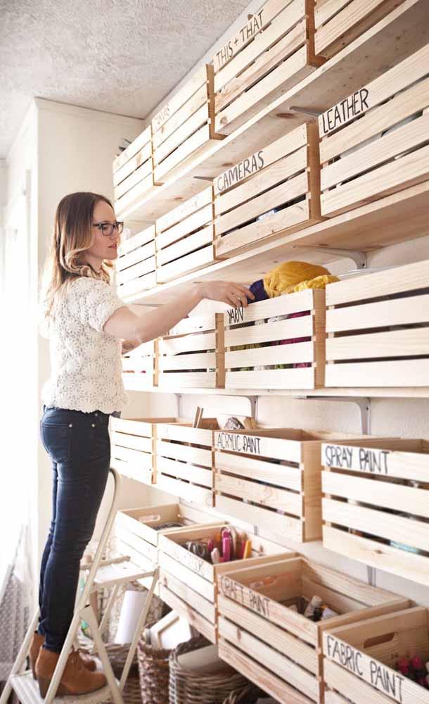 Você pode usar vários caixotes para organizar os seus pertences