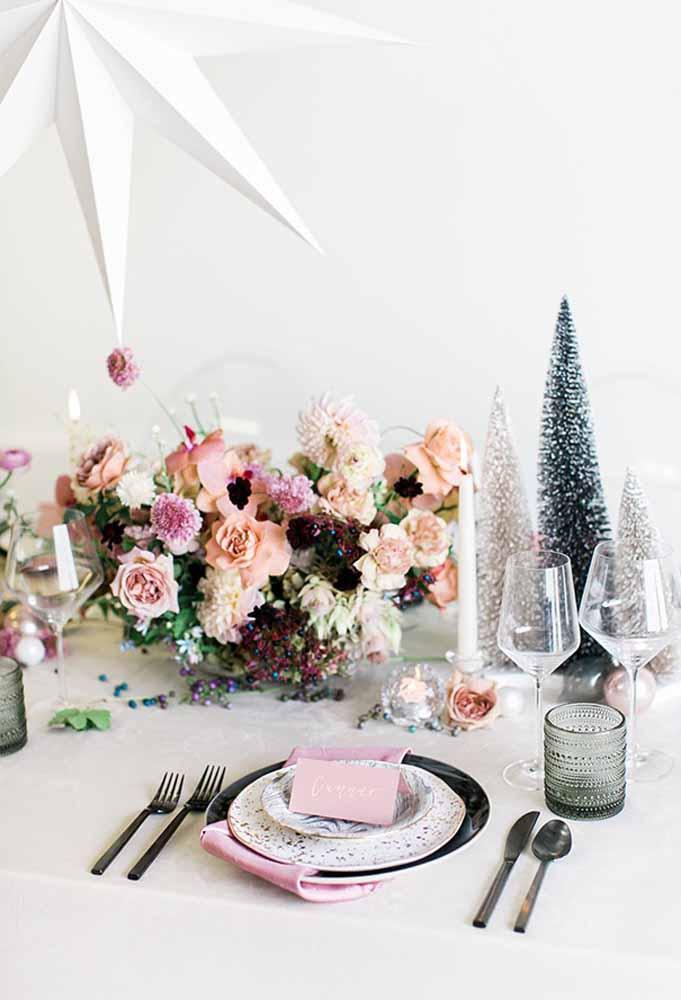 Um belo arranjo já faz uma grande diferença na mesa de natal