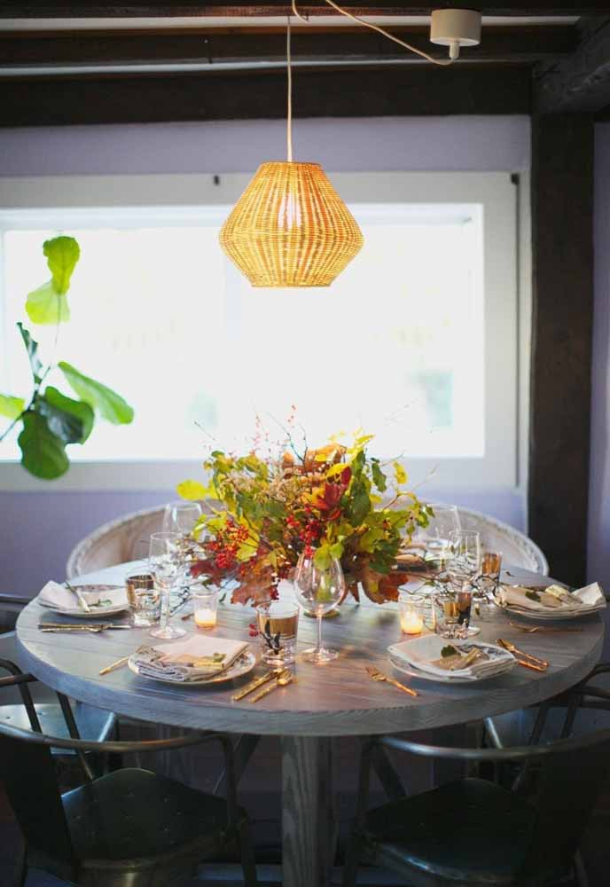 Para decorar a sua ceia de natal não precisa de muitos exageros, basta fazer um belo arranjo de mesa