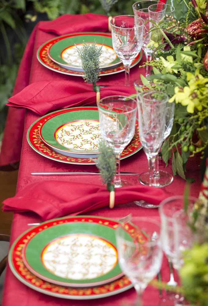 Que tal fazer uma mesa de natal tradicional?
