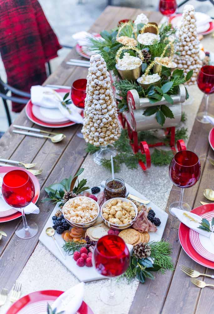 Que tal fazer uma árvore de natal comestível para colocar na mesa da ceia?