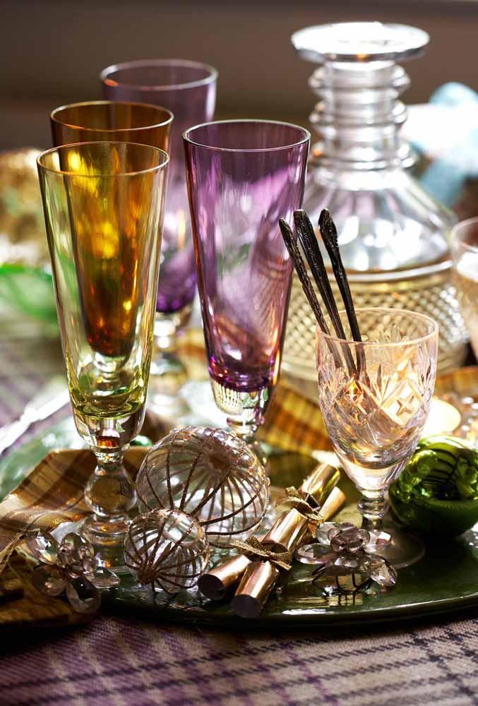 Os copos coloridos podem dar o ar da graça na sua ceia