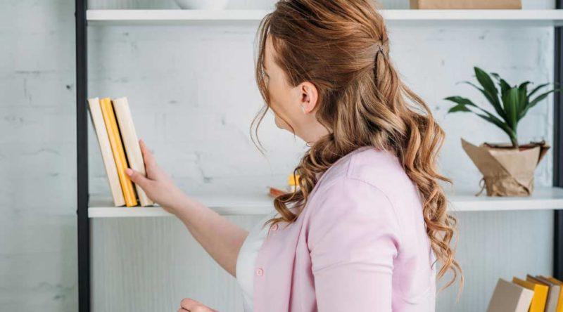 Como organizar livros em casa: veja dicas práticas