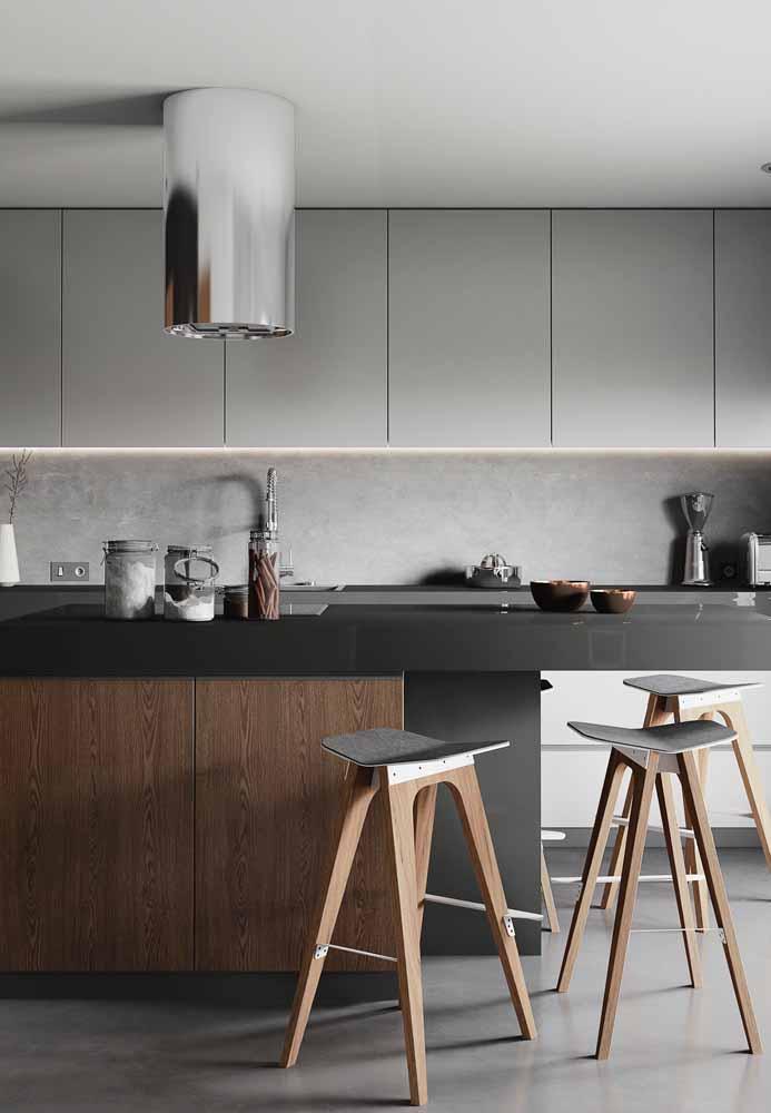 Aposte na variação da cor cinza para compor a decoração da cozinha