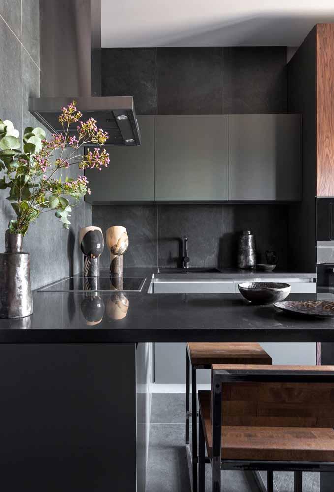 Que tal investir em tons mais escuros para decorar sua cozinha?