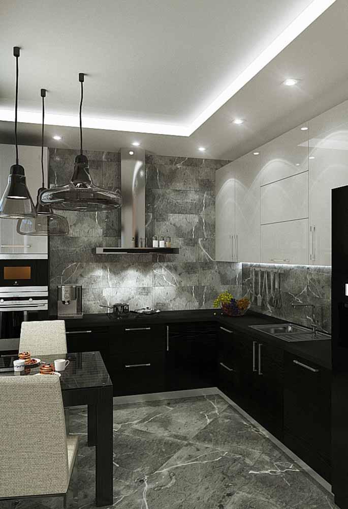 A mesma textura da parede pode servir para o piso. Além de fazer uma bela combinação, a cozinha fica muito elegante