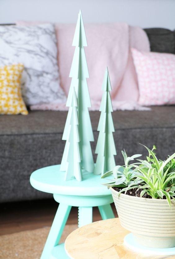 Pequenas árvores para decorar a mesa de centro