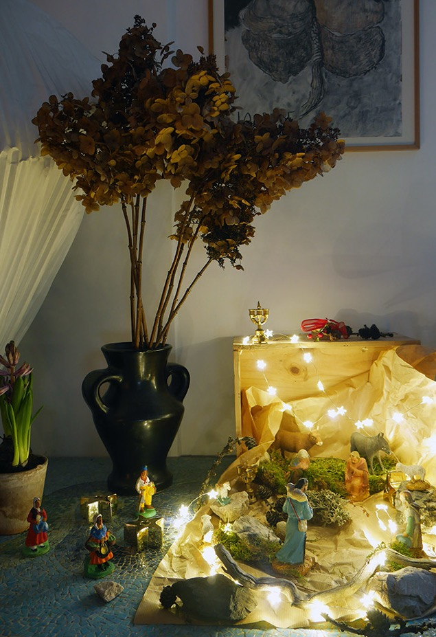 Você quer glamour? Aposte nas bolas de Natal enormes feitas de tecido!