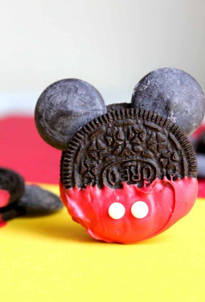 Olha como você pode transformar o biscoito oreo na carinha do Mickey