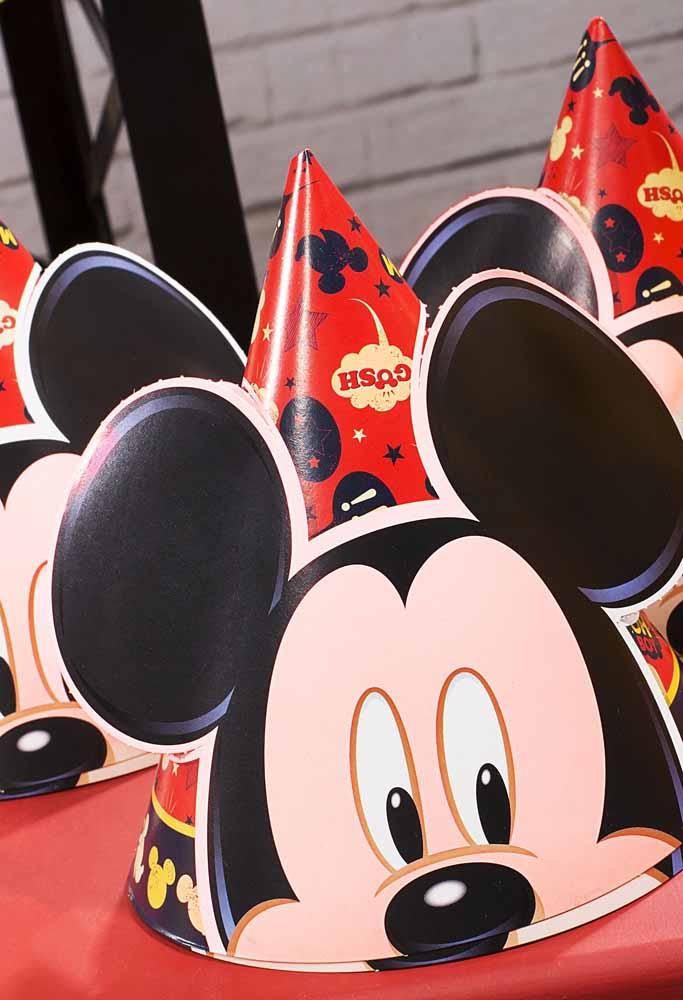 Coloque a carinha do Mickey em cada criança